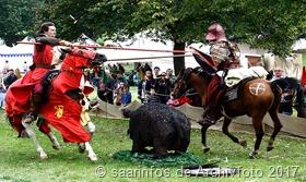 5. Mittelaterliches Spektakel - Der Reiterkampf zu Pferd fasziniert immer wieder zahlreiche Besucher 2014b4493