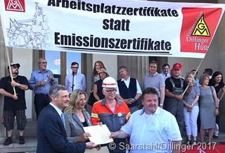 Autokorso der Stahlarbeiter führte zum saarländischen Landtag und überbrachte Brandbriefe an die Politik