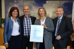 Auszeichnung-Hören-mit-Herz an Touristinfo stadt und Krs Saarlouis vergeben