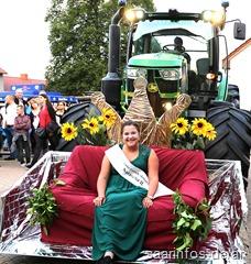 Natasch II. thronte auf einem Traktor