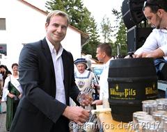 Protektor Markus Weisgerber beim Fassanstich