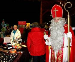 Auch Sankt Nikolaus kommt zu vielen Weihnachtsmärkten