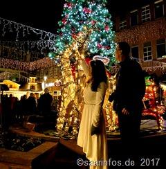 Das Merziger Christkind und Bürgermeister Hoffeld starteten die Weihnachtbeleuchtung gemeinsam