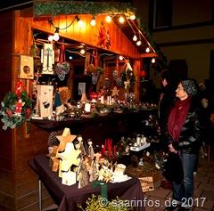 Vielfältige weihnachtliche Angebote fand man an den verschiedenen Ständen
