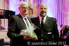 Der saarländische Polizeipräsident Norbert Rupp (r.) würdigte Peter Demmer in seiner Laudatio