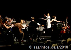 Inga Hilsberg dirigierte das Orchester einfühlsam und temperamentvoll zugleich
