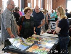 Dillinger Kunsthandwerkermarkt - die diplomierte Kunstmalerin Tanja Bach zeigte Aquarelle
