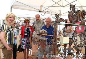 Dillinger Kunsthandwerkermarkt - Kupfer lebt, das stellen hier Bürgermeister Franz Josef Berg (r.) und beigeordneter Günter Mittermüller (zweiter v.r.) fest