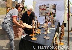 Dillinger Kunsthandwerkermarkt -Schrottkunst nenen Rita Speicher und Christine Werke Weides ihre Arbeiten, Kunstwerke sind sie allemal
