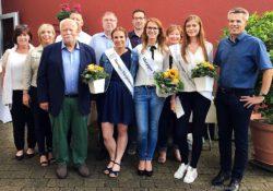 Neue Viezkönigin Nathalie Zimmer mit Prinzessinnen und Jury