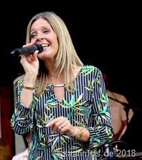 Sabine Becker ist die weibliche Stimme der Tuxedo Swing Band