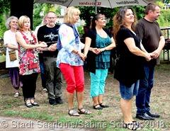Die Bretonische Tanzgruppe der Freien Kunstschule führt Tänze vor und lädt die Besucher zum Mittanzen ein. Foto: Sabine Schmitt