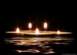 Kerzenscheinschwimmen in DAS BAD