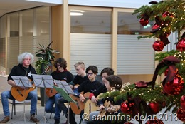 Das Gitarrenensemble der Kreismusikschule gestaltet die Feierstunde musikalisch