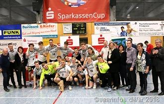 Die siegreiche deutsche Mannschaften mit ihren Glückwunschüberbringern und Hauptsponsoren