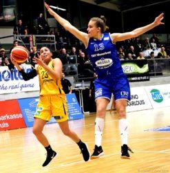 Angela Rodriguez (l.) zeigte ein gutes Spiel und erzielte 15 Punkte