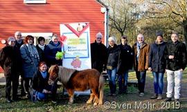 Anlässlich des Neujahrsempfang übergab Landrat Patrik Lauer das grüne Spendenschwein an den Vorstand der Kinder- und Jugendfarm Saarlouis e.V.