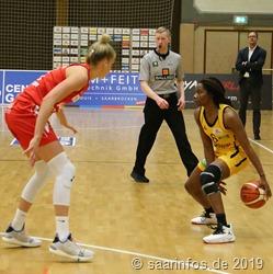 Ariel Hearn (r) erzielte 18 Punkte