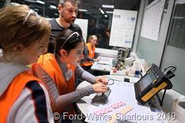 Mara Böttcher bei der Ultraschall-Messung im Qualitätslabor