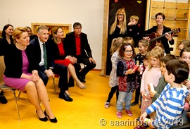 Ein Kitachor begrüßte Bundesfamilienministerin Franziska Giffey