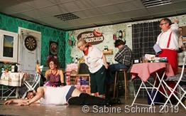 Der Bürgermeister verliert seine Hose und seine Frau die Fassung. Thorsten Leser, Melanie Engel, Marlene Lauer, Joshua Pawlak und Albert Wender (von links) sorgten für Action auf der Bühne.