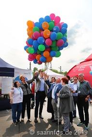 Ein Luftballonstart veerkündete den offiziellen Beginn des Sommerfestes