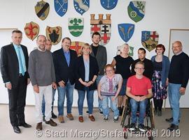 Der Behindertenbeirat der Stadt Merzig mit Bürgermeister Marcus Hoffeld (l.)