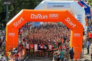 27.06.2019 Dillingen / Saar - B2Run in Dillingen - Firmenlauf - Run - Lauf - Joggen - Spass - gute Laune - Arbeitskollegen - Gemeinschaft - Sport - Fitness - Gesundheit - Infront B2 Run - Copyright Stephan Schuetze honorarfrei fuer B2Run -