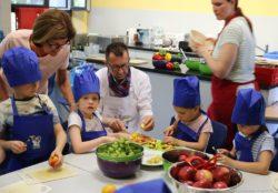 """Ausgewogen und lecker zu kochen kann kinderleicht sein – das belegt das Projekt """"schmeckt.einfach.gut."""","""