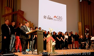 Mieter und Mitarbeiter – die beiden wesentlichen Erfolgsfaktoren der GBS. Beim Festakt zum 90-jährigen Bestehen hob Geschäftsführer Knut Kempeni beide hervor. Fotos: Sascha Schmidt