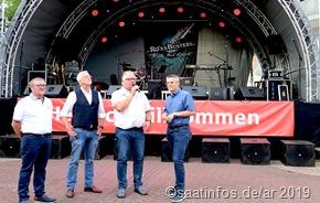 Das Merziger Altstadtfest  eröffneten Marcus Hoffeld  (r), Uli Sou,ann (zw. v.r), Michael Rauch (zw.v.l.) und Peter Schill (zw. v.l ) gemeinsam