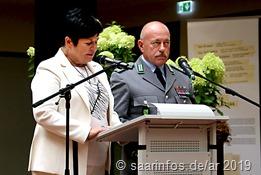 Schulleiterin Heidemarie Schwindling (L.) und Oberst Klaus Peter Schirra begrüßten die Gäste