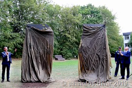 Landtagspräsident Toscani und Bürgermeister Brill enthüllten die Skulptur