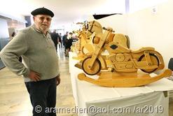 0248     Alfons Theobald mit seinem Holzmotorad