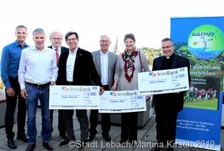 Das Foto zeigt (vnlr): Bürgermeister Klauspeter Brill, Dr. Mike Packheiser, Rudolf Werny, Dr. Peter Schorr, Werner Willimzik, Iris Bruckner, Hermann Zangerle. Foto: Kirsch/Stadt