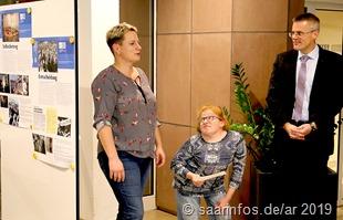 Bei der Eröffnung der Ausstellung (vlnr) aren Stein, Sarah Klemm,  Marcus Hoffeld