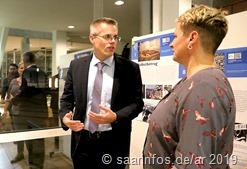Maren Stein (r) im Gespräch mit Bürgermeister Hoffeld