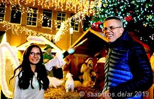Das Christkind und Bürgermeister Hoffeld eröffneten den Merziger Weihnachtsmarkt