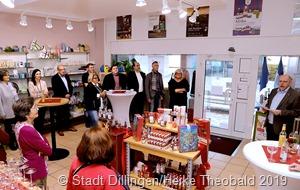 Die VHS Dillingen lud zum 10. Geburtstag des Fairen Ladens in die neuen, ansprechenden Räume in der Stummstraße ein.