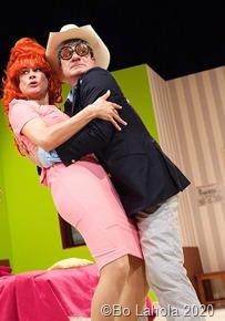 Caroline Kiesewetter und Tim Grohe spielen in dieser rasanten Komödie von Kingsley Day und Philip LaZebnik Foto: Bo Lahola