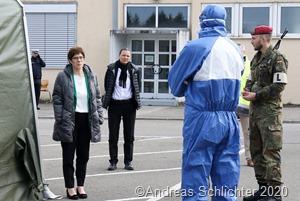 Im Anschluss besuchte die Bundesverteidigungsministerin die COVID.19 Testzentren in Merzig, Saarlouis und Saarbrücken
