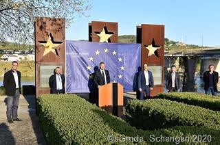 """Aus Anlass der Aktion #schengenisalive trafen sich die Bürgermeister der Grenzgemeinden am Denkmal zum """"Schenger Abkommen"""""""