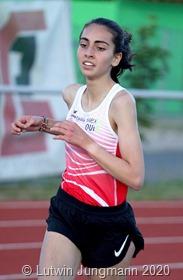 Auch Sara Benfares unterbot ihre Bestleistung über 3000 Meter um 7 Sekunden und setzte sich an die Spitze der deutschen Bestenliste