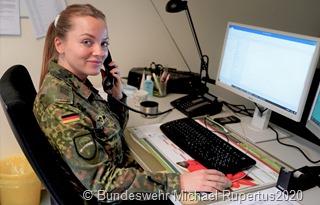 Im Gesundheitsamt des Regionalverbands Saarbrücken hat sich die Anzahl der unterstützenden Soldaten inzwischen verdoppelt: Insgesamt 20 Soldaten der Luftlandeaufklärungskompanie 260 aus Lebach sind nun dort zur Kontaktnachverfolgung eingesetzt. Bildquelle: Michael Rupertus