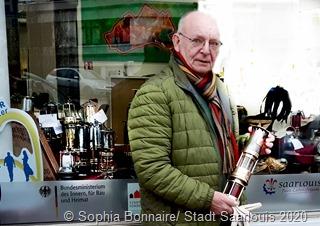 Der Fraulauterner Klaus Hiery präsentiert einen Teil seiner umfangreichen Sammlung von Grubenleuchten.