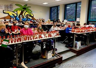 Klasse 5 c des Peter Wust Gymnasiums bei ihrer WeihnachtsBenefiz Aktion