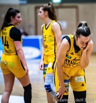 Deutliche Heimniederlage der Saarlouiser Royals gegen den Herner TC: Gabriela Andelova (vorne); hinten Linn Schuler (l) und Mandy Geniets (r)