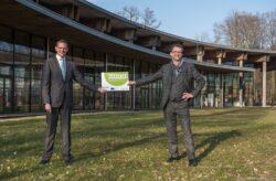 Bürgermeister Daniel Kiefer nahm Zuwendungsbescheide von Umwelt Minister Reinhold Jost entgegen