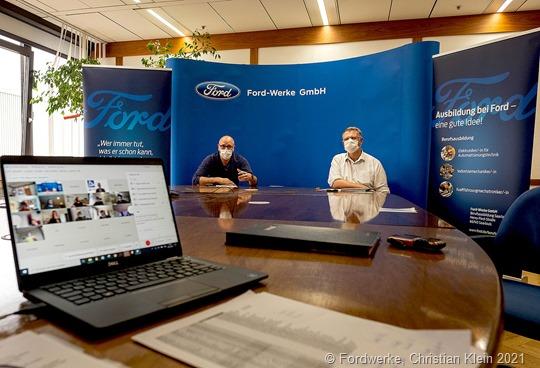 BR-Vorsitzender Markus Thal (links) und Personalleiter Christian Fehling (rechts) gratulieren den Ansolventen per Video Konferenz.
