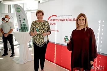 Präsentation der Aktion Notfalldose mit Ministerin Monika Bachmann und Andrea Massone am Knappschaftsklinikum Saar